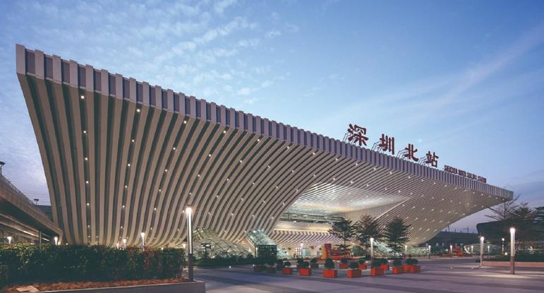 深圳北高铁站广告